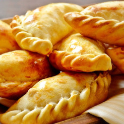 12 frozen empanadas filled with fetta cheese, minced beef or chicken, ready to fry or bake