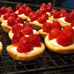 Mini Almond and Raspberry Tart