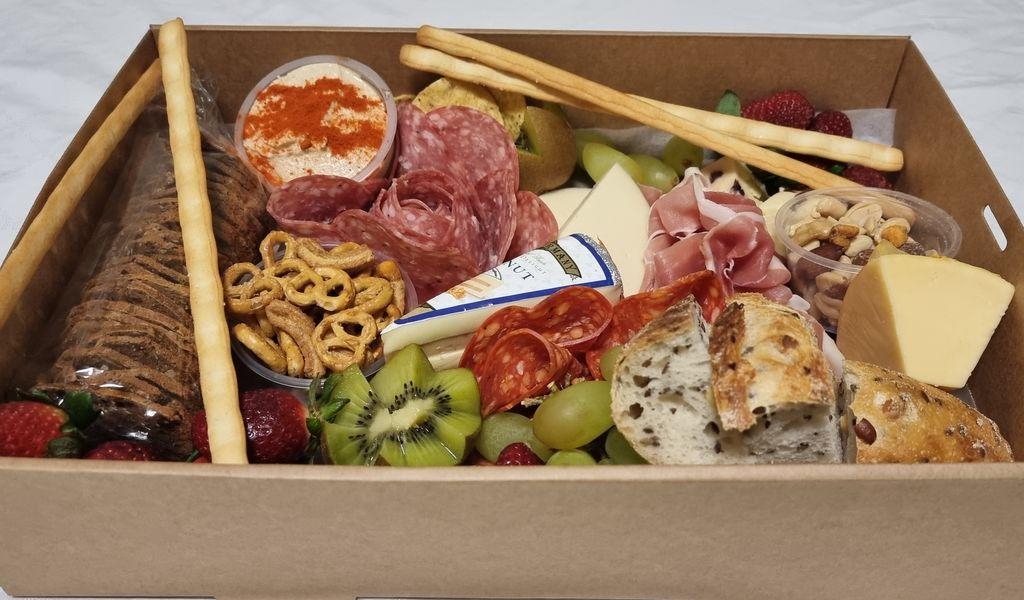 grazing-box-picnic-2.jpg