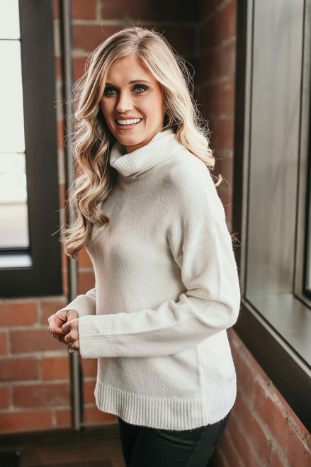 Snowflake Kisses Turtleneck Sweater - Ivory