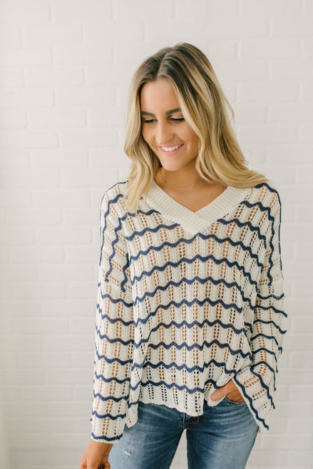 V-Neck Wavy Striped Crochet Sweater - White/Navy