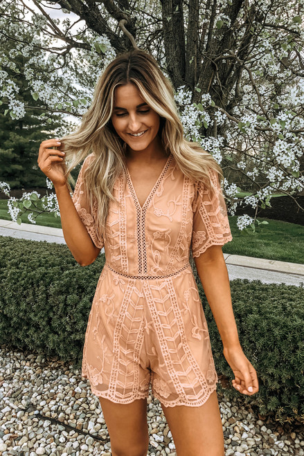 Short Sleeve V-Neck Scalloped Lace Romper - Salmon