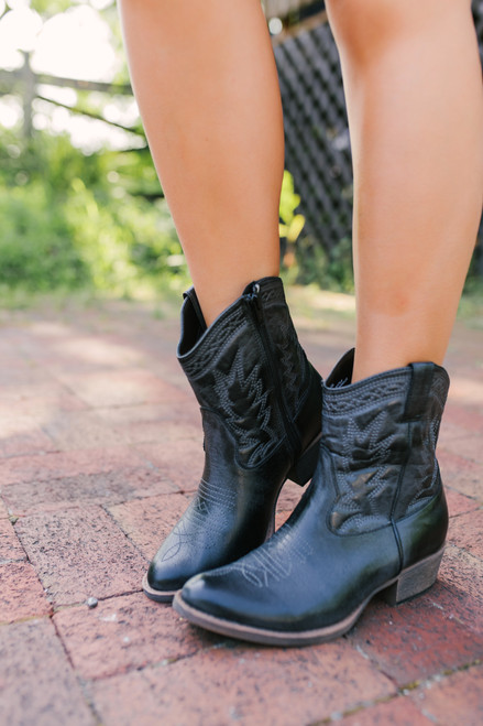 Coconuts by Matisse Pistol Cowboy Boots - Black