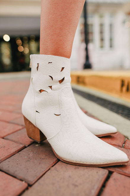 Coconuts by Matisse Acacia White Western Booties