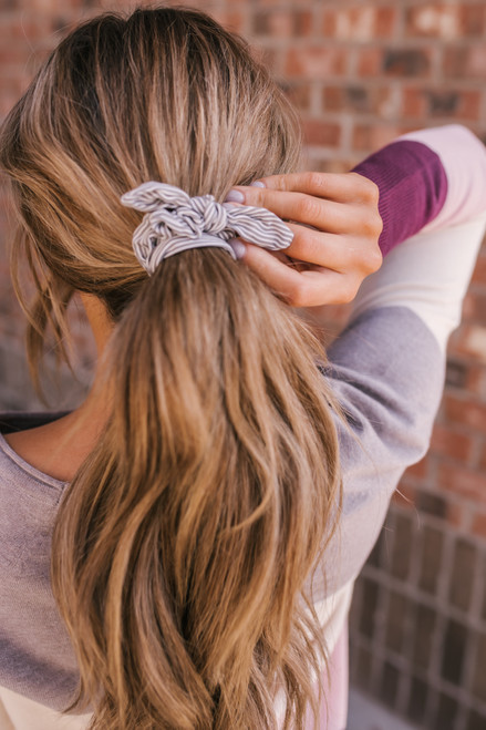Striped Tie Scrunchie - Grey/White