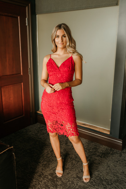 Hollywood Starlet Lace Midi Dress - Scarlet