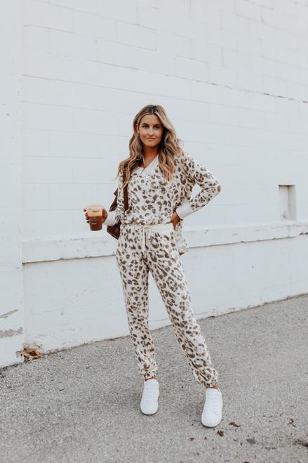 V-Neck Contrast Leopard Pullover
