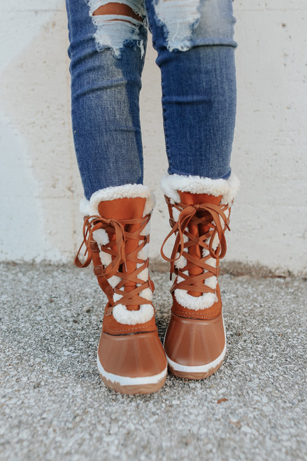 Lace Up Chestnut Snow Boots