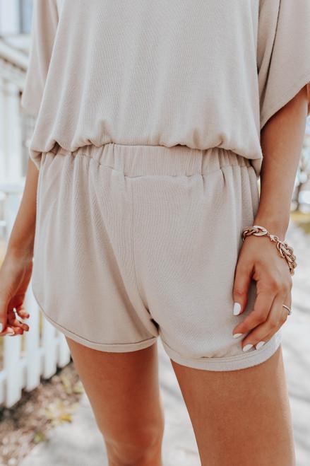 Elastic Waist Sand Curved Hem Shorts
