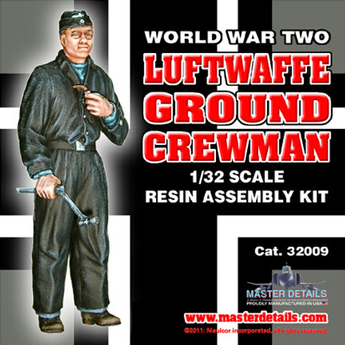 32009 - 1/32 World War Two Luftwaffe Ground Crewman