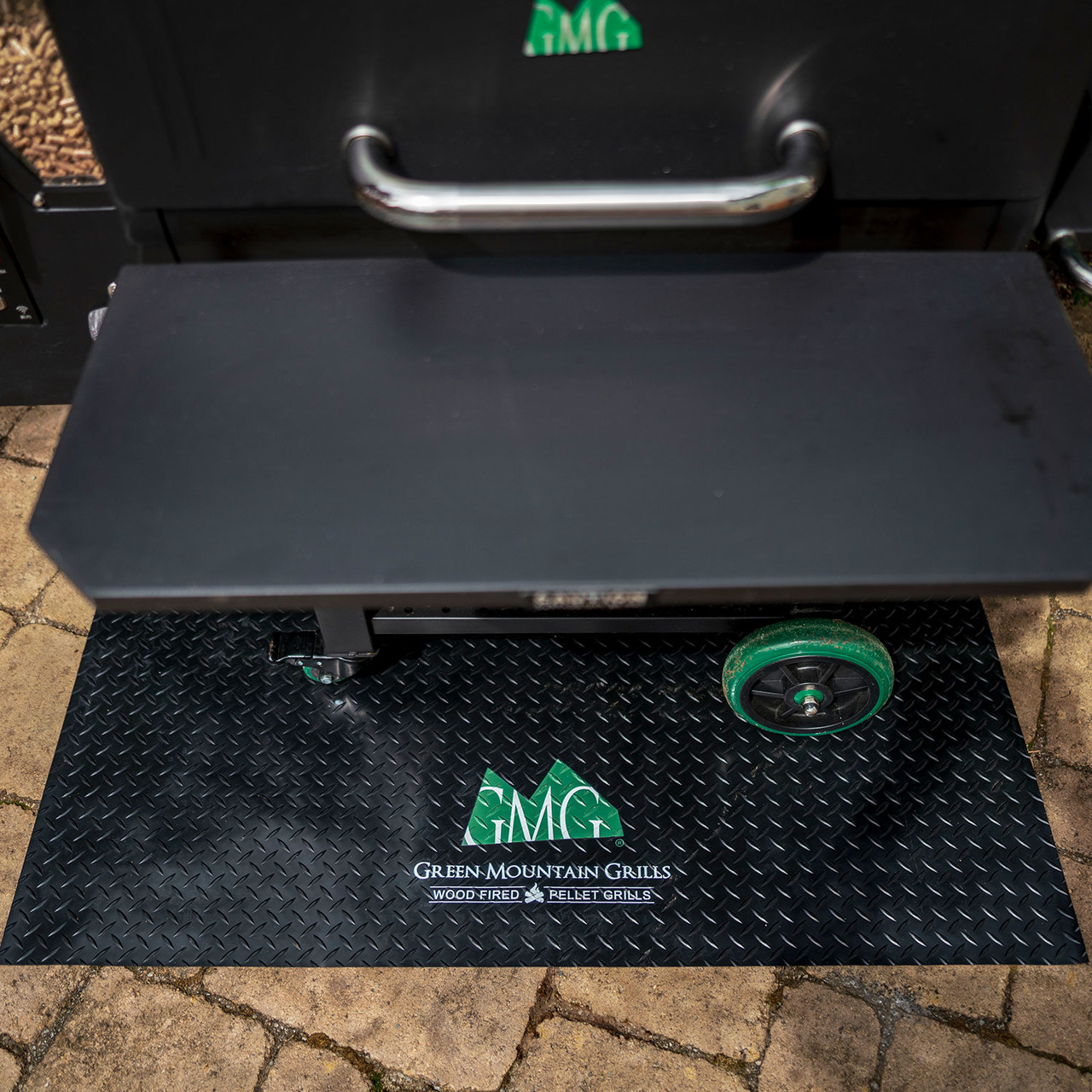 """GREEN MOUNTAIN PELLET GRILLS  GENUINE ACCESSORY - BBQ FLOOR MAT WITH LOGO 48"""" X 36"""""""