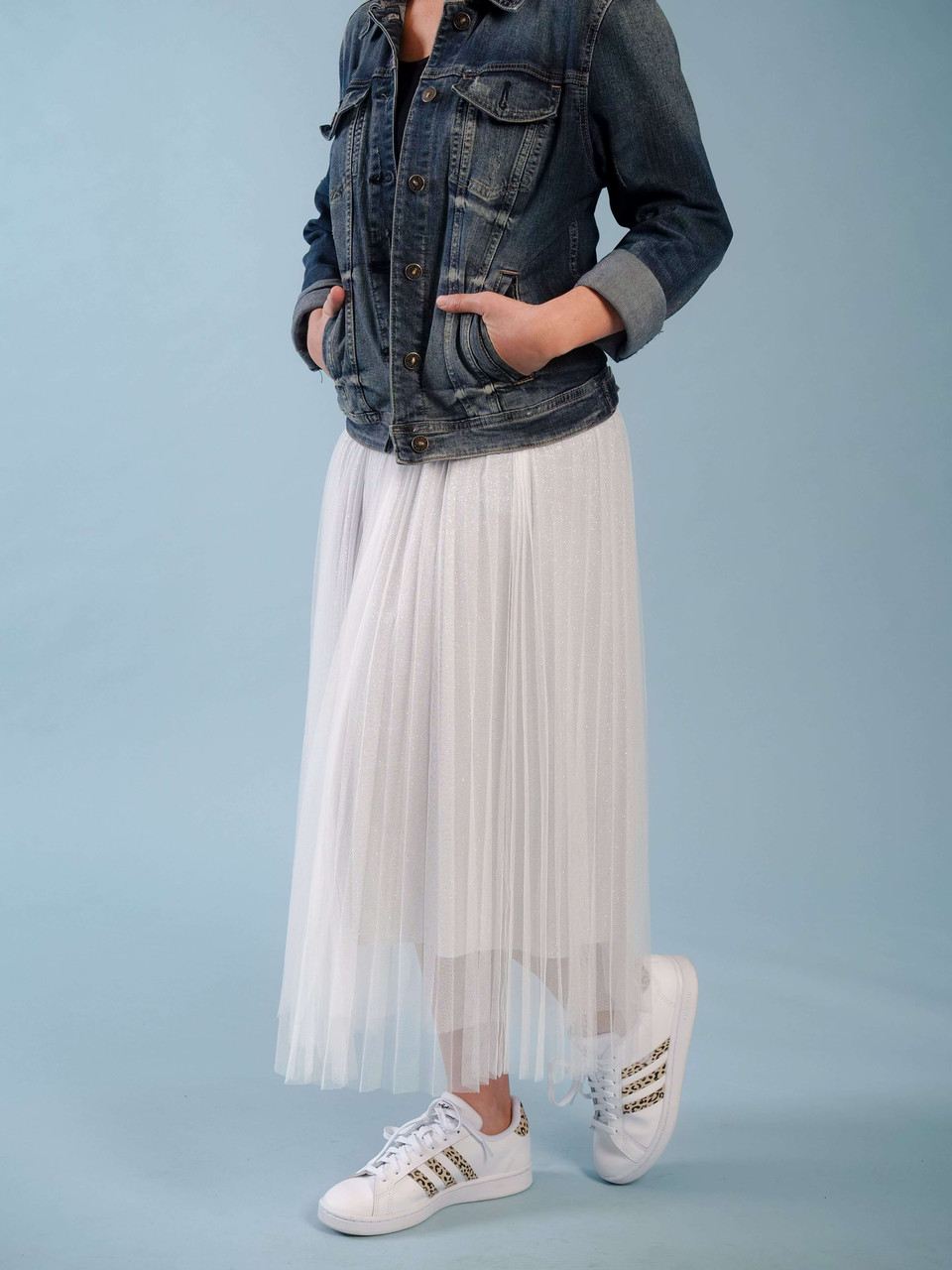 Multi layered pleated tulle skirt in silver with a shorter subtle shimmer lining, Elastic waist, Could be dressed up or down,  Model is wearing a XS/S.