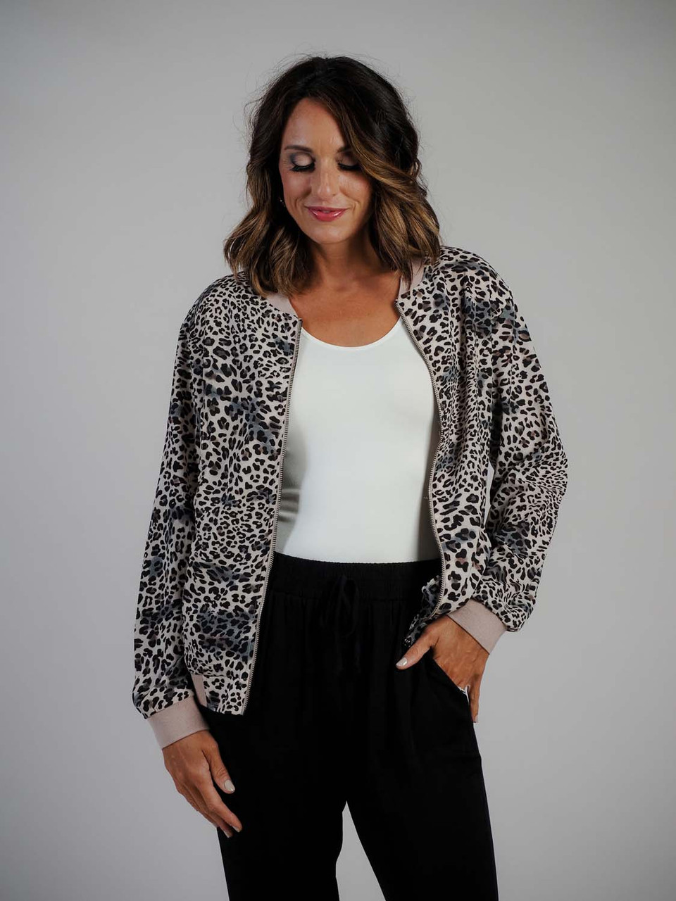 lightweight leopard print jacket zipper and pockets