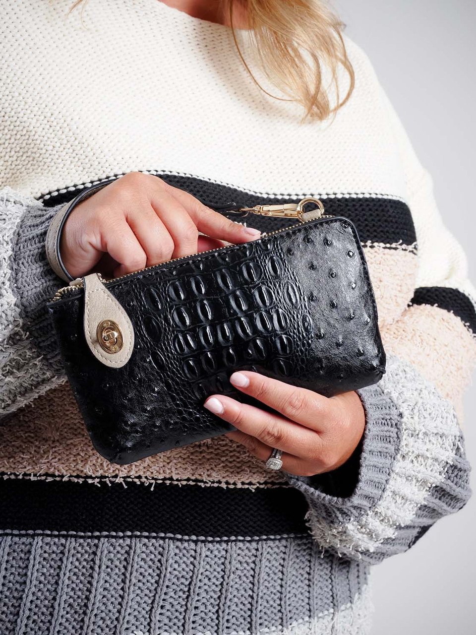 kendall crossbody wristlet in black and khaki jen and co