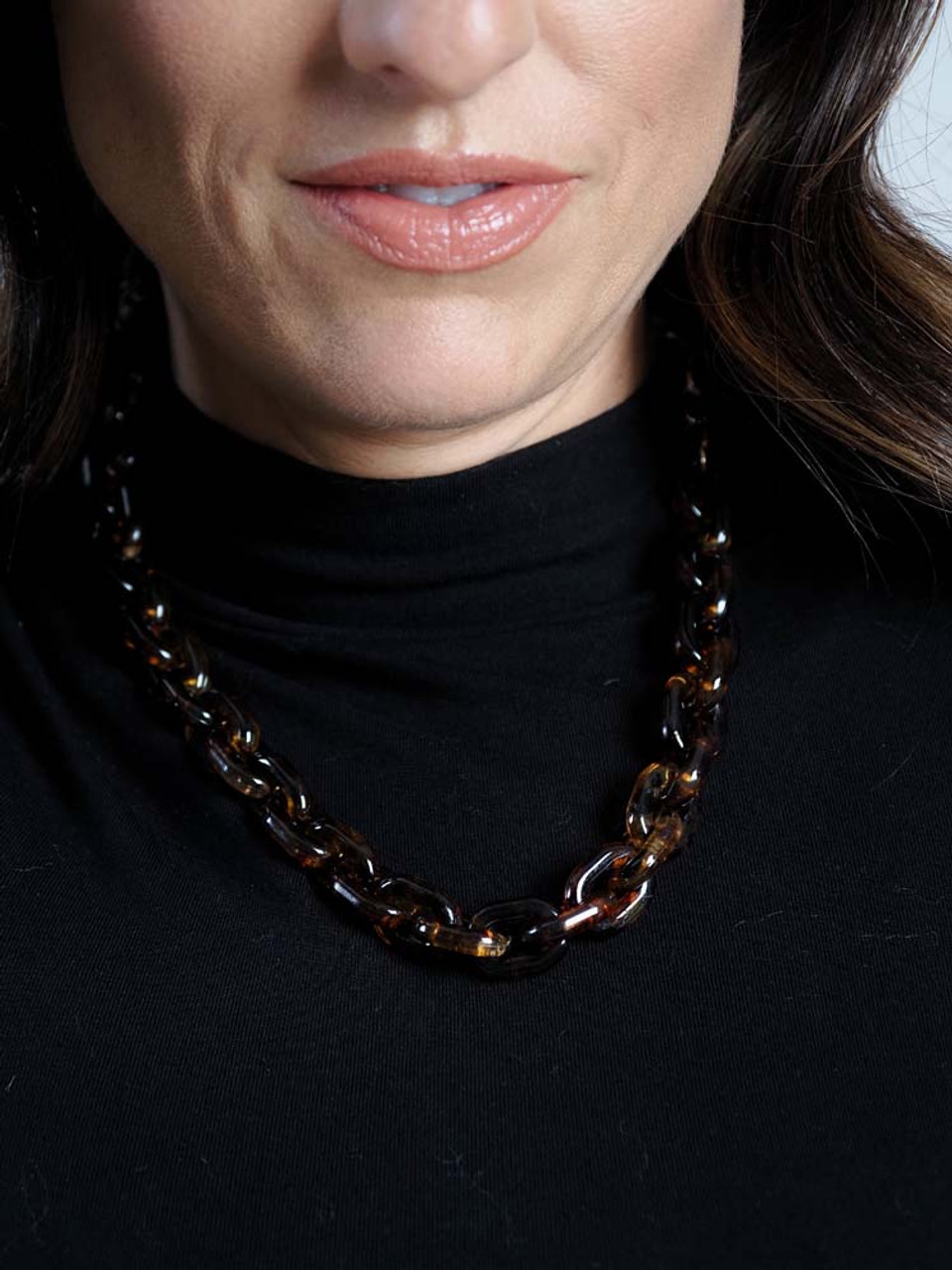 brown acrylic link necklace