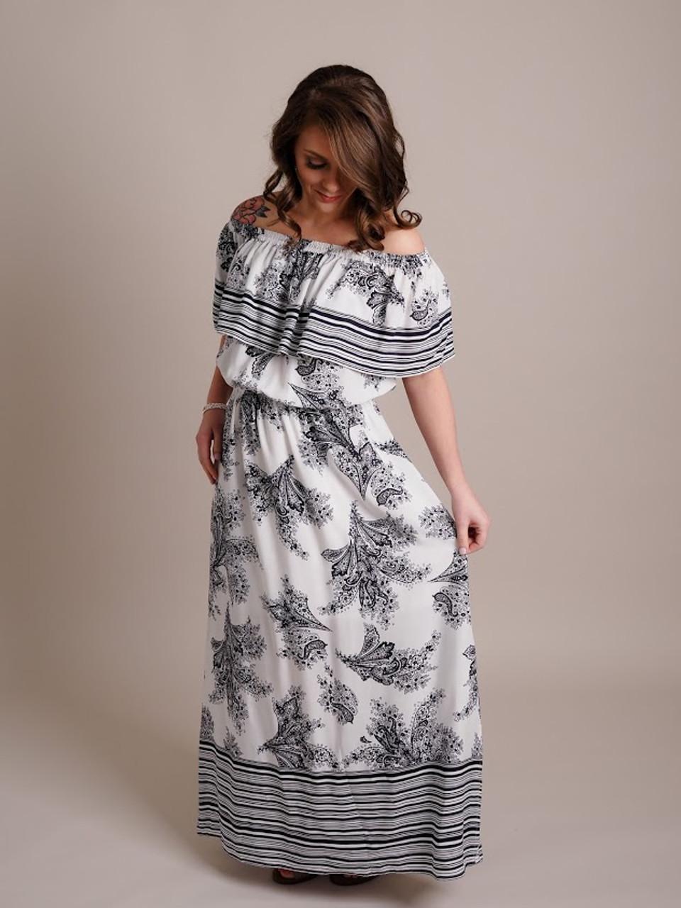 Woman Models Black and White Print Maxi Dress