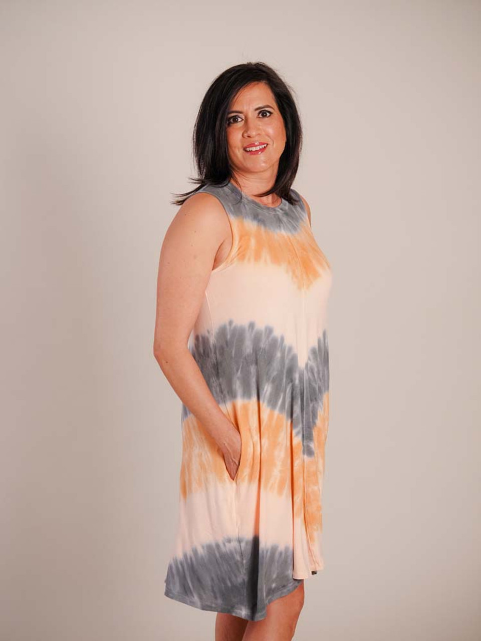 Cool summery tie dye tank dress. Crew neck, sleeveless, vertical center seam in front and back, side seam pockets