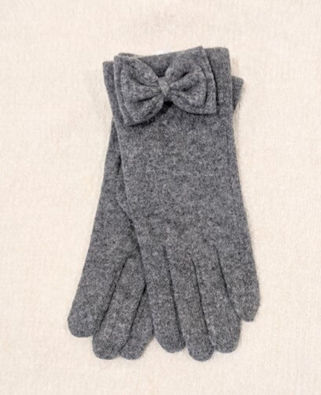 The Harper Wool Bow Glove is ultra-chic and will keep you warm and toasty during the cold weather months. The texting feature makes it so you can use your phone without taking your gloves off! One size fits most.