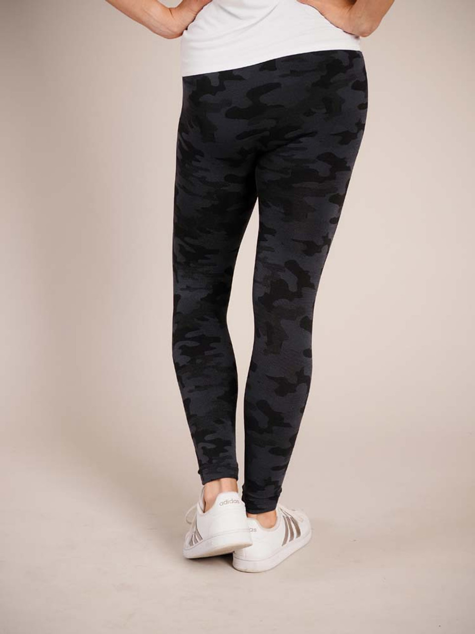 """Camo Comfortable and versitable fleece-lined leggings, breathable fabric, smooth mid-rise fit, seamless, flattering 4"""" waistband, full length cut with banded ankle"""