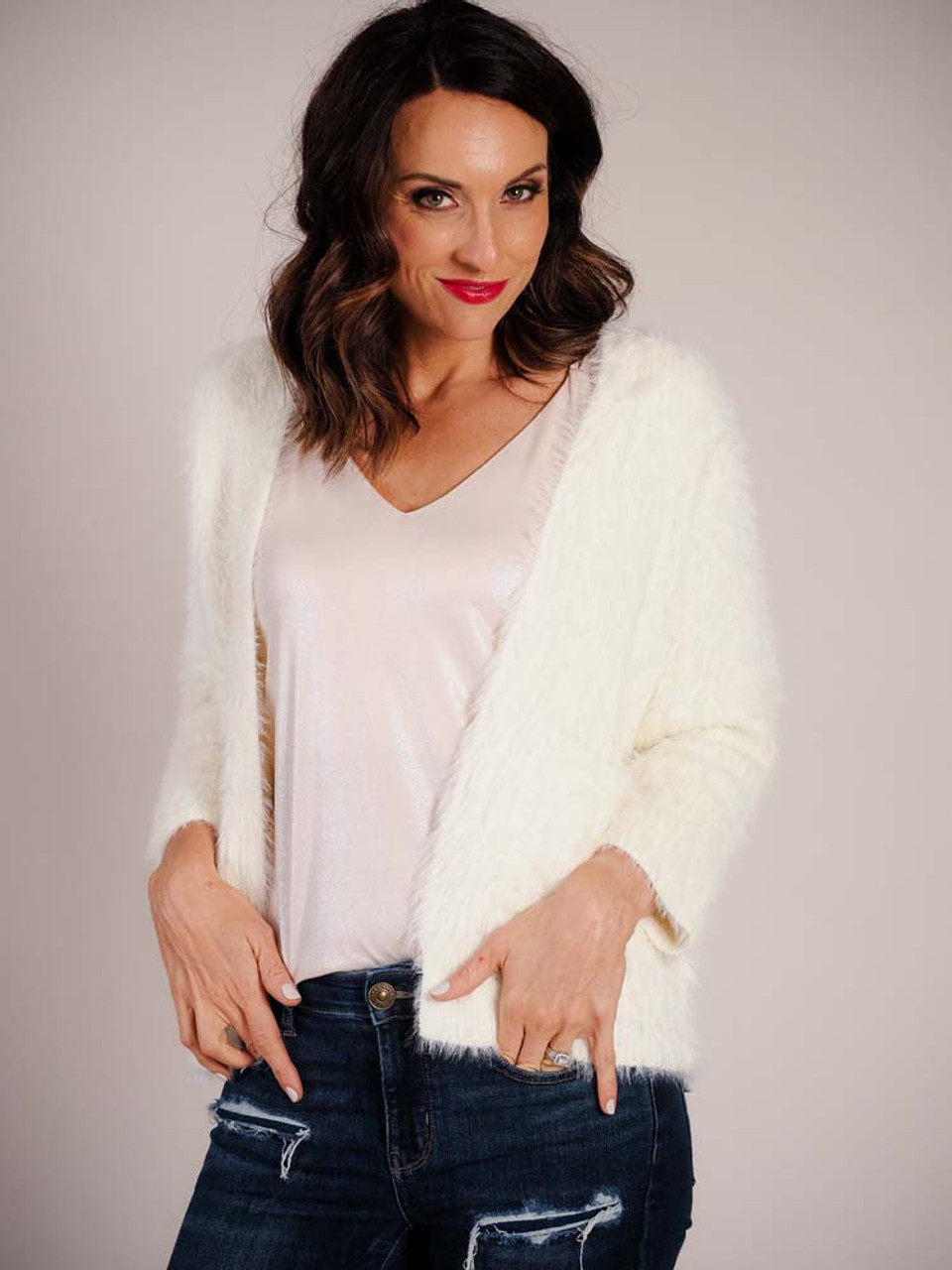 Luxuriously soft off-white cardigan with long sleeves and two square pockets on front