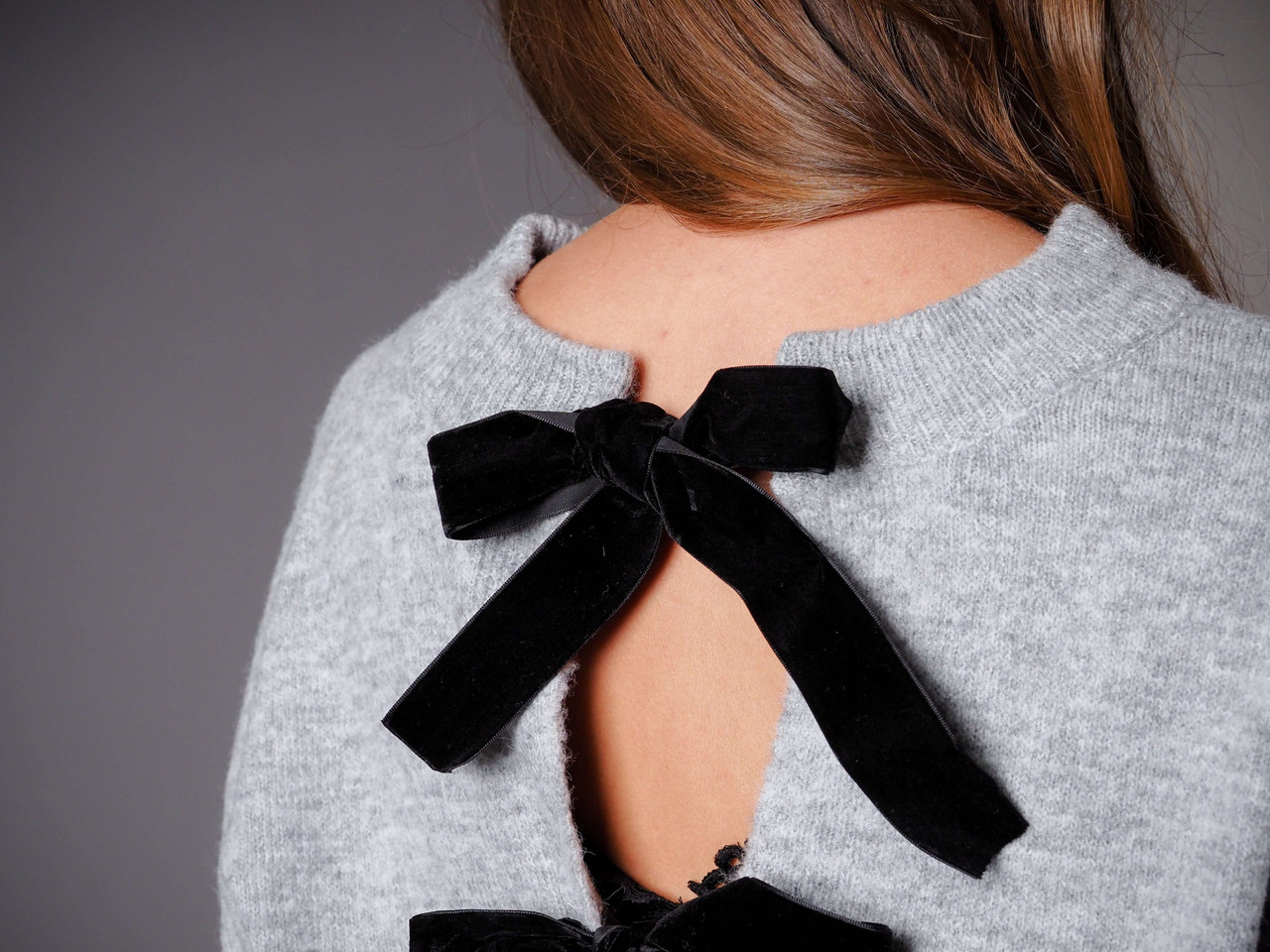 grey cropped sweater with back bows