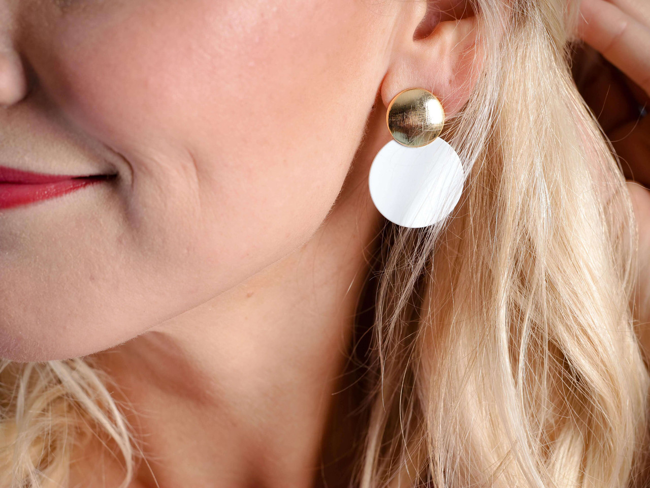 gold round white earring