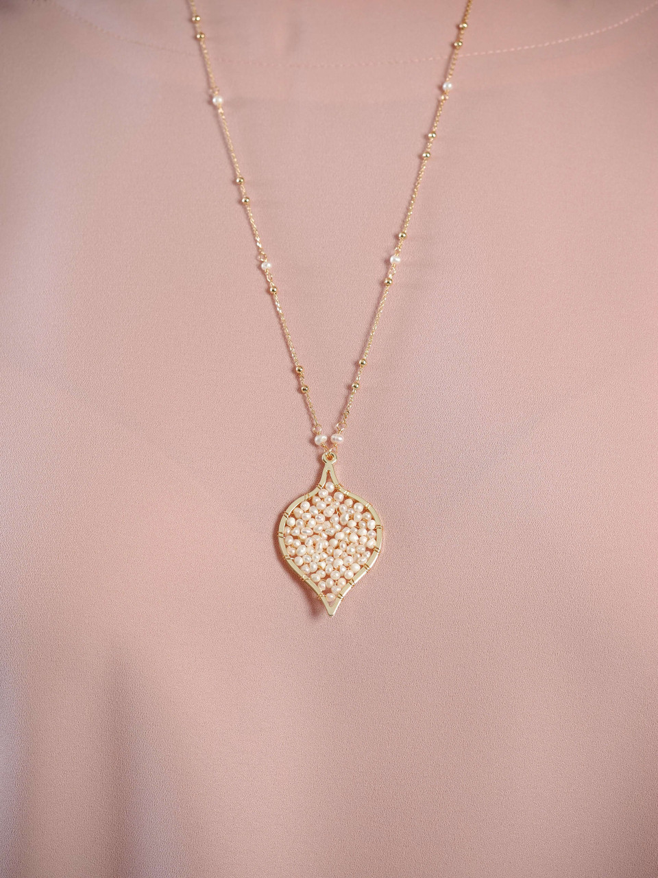 gold chain bead and pearl pendant necklace