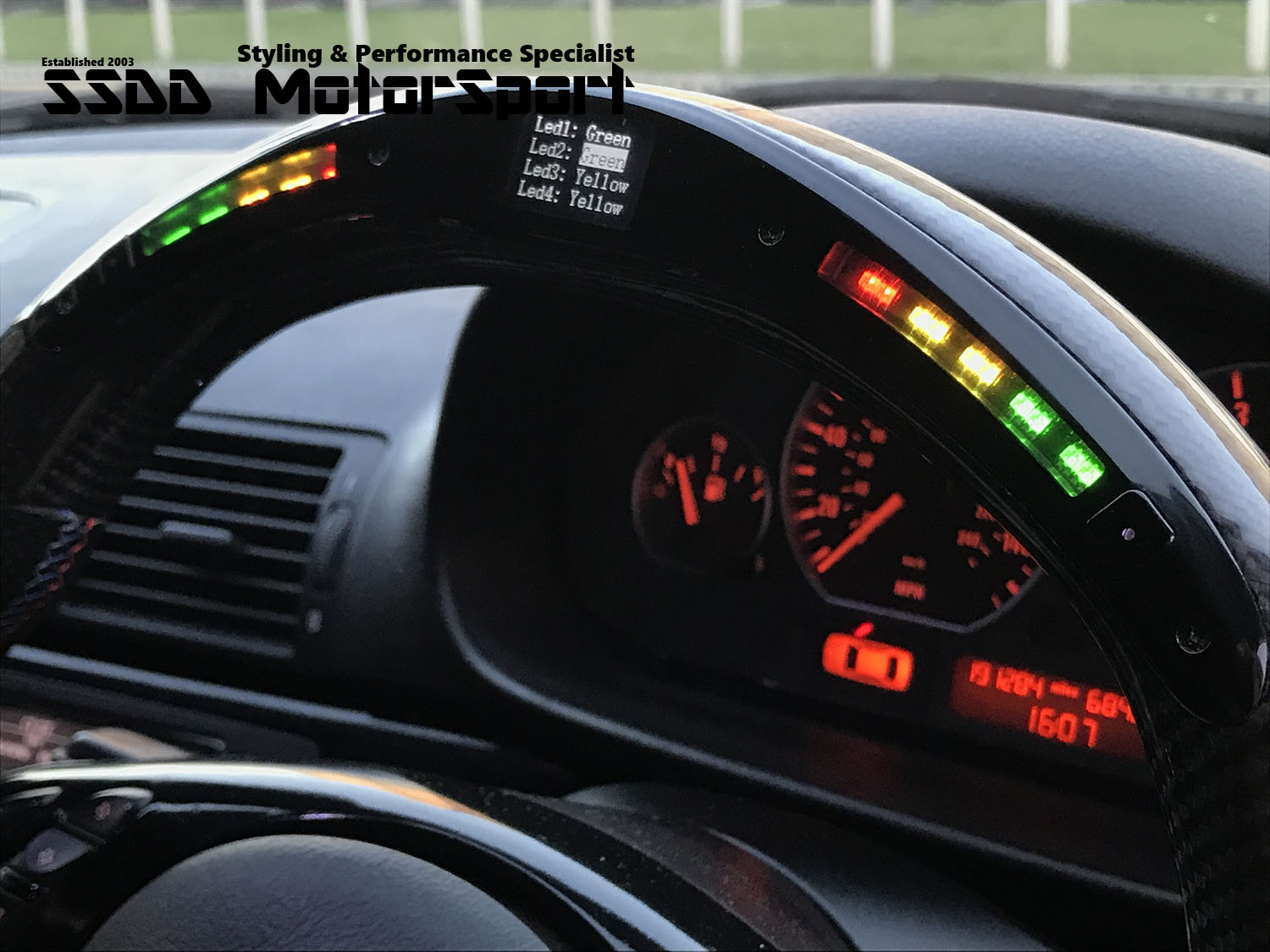 bmw-e46-lcd-carbon-race-display-steering-wheel-uik-in-action-4-ssdd-logo.jpg