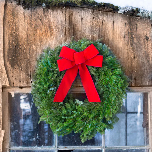 Simple wreath with red bow