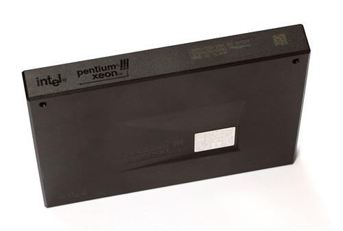 09N92201 - Intel Pentium III 733MHz 133MHz FSB 256KB L2 Cache Socket SECC2495 Processor