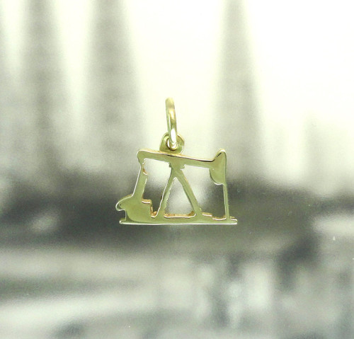 14K YELLOW GOLD OIL PUMP JACK PENDANT OR CHARM (SM)