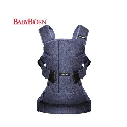 Ergonomic baby carrier with wide seat area for the child