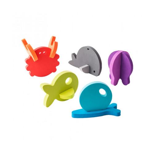 Build 5 different 3D animals using 11 unique appliques. Encourages interactive play