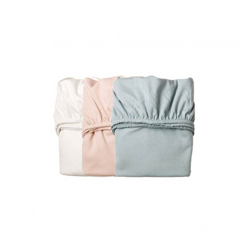 Tulip Leander Crib Sheet is a comfortable fitted sheet in premium durable 180 gr/m2 Interlock jersey. The sheet is soft and comfortable for your child to lie on. The durable fabric means that the mattress is not visible through the sheet.