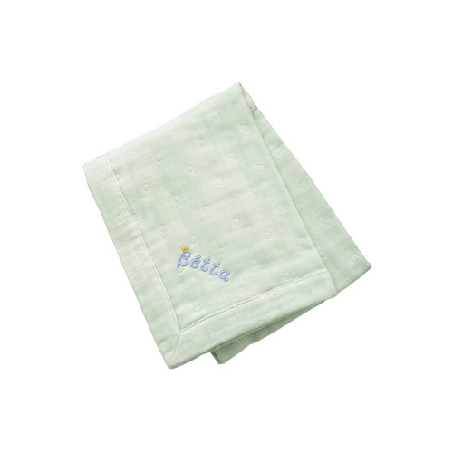 Gently wrap the baby with the fluffy six-piece gauze for caring her/his soft skin.