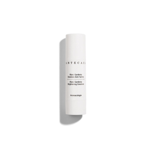 A soft, lightweight moisturizer infused with Vitamin C and unique brightening ingredients that work to minimize visible discoloration and nourish skin to maintain an even looking skin tone.