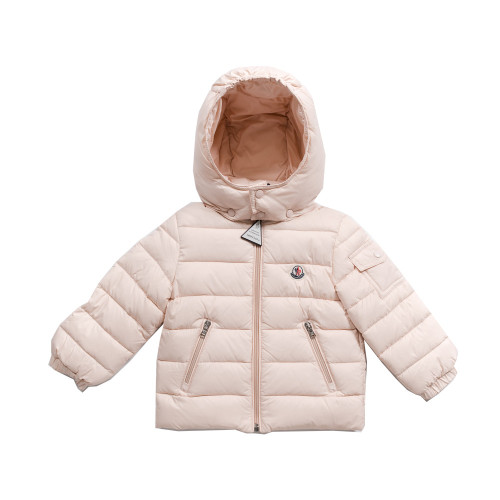 A jacket designed to give the little ones total freedom when playing, the Jules is constructed with the same iconic materials used for professional skiwear.