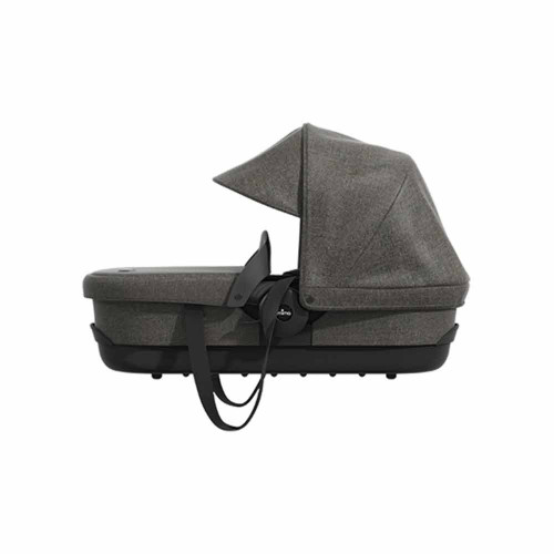 Now it is possible to use zigi from birth thanks to the elegant and functional carrycot that has been carefully studied to adapt perfectly to the zigichassis, allowing the baby to be comfortable and safe. Includes rain cover.