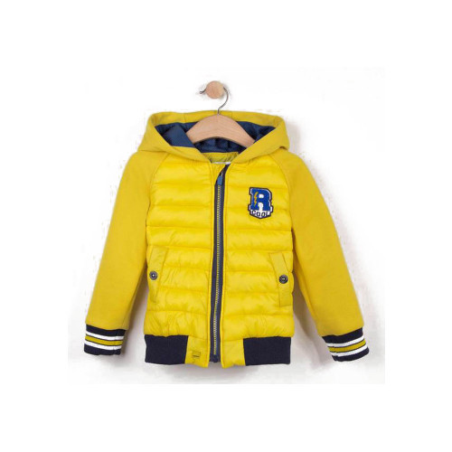 A mix of sporty fleece and quilted coated fabric on the front bringing a fancy modern touch to kids' hooded jackets.