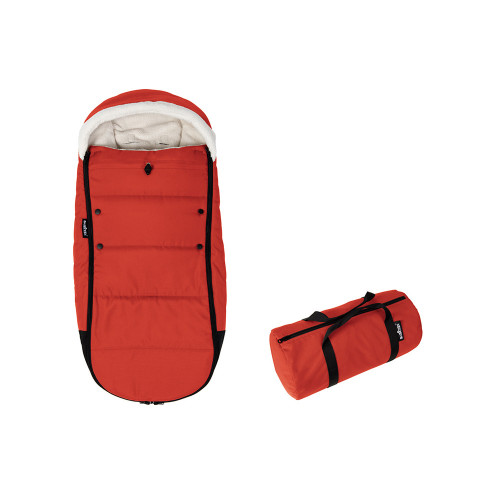 We love how warm and cosy this footmuff looks, the footmuff also folds away whilst still attached to the stroller!