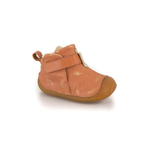 It is the assurance of offering a high quality. In order to promote the harmonious development of the child's foot, we combine craftsmanship techniques, advanced technologies and quality materials to meet the essential criteria that the first walking shoes must meet.