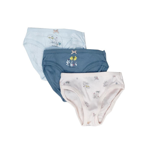 In 1918, in 2 legendary snips of the scissors, Petit Bateau invented the first underpants by cutting the legs off long johns!