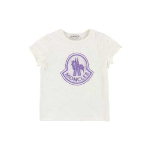 Sometimes a detail is enough to update a classic, and Moncler knows it. The oversized tulle logo applied on the latest t-shirt transforms it into a must-have for girls who love novelty as much as their mothers.