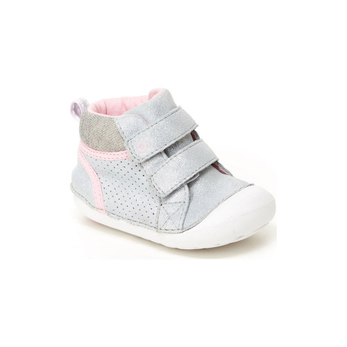 Made for your littlest love and their even littler toes, Milo Soft Motion shoes by Stride Rite are soft, comfortable, and stylish.