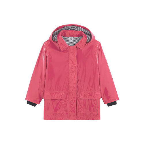 A children's Raincoat, one of Petit Bateau's classics, is now available in a new gloss version.