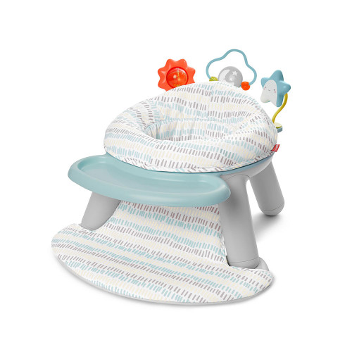 The dual-option design lets parents rotate between the handy multipurpose tray (great for snacks!) and three engaging toys depending on baby's needs.