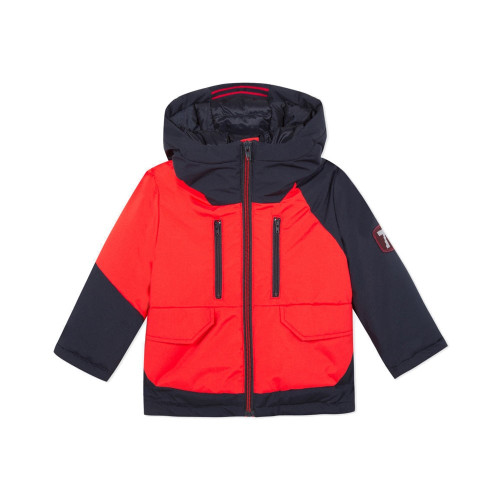 In contrasting orange-red and navy blue, the kids' parka captures the high-tech city look.
