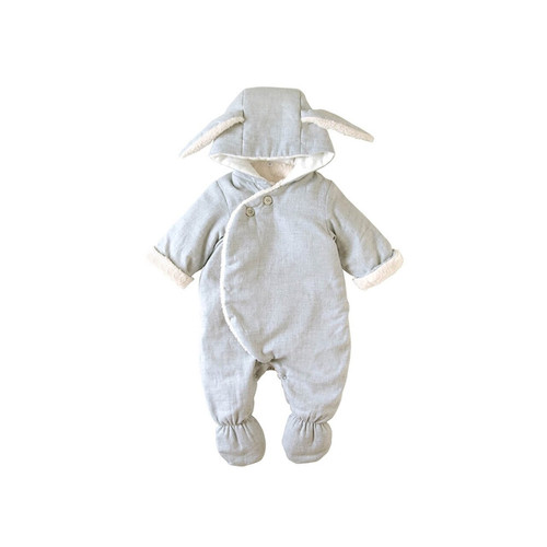 Coverall wrapping the foot at all. To the coldness of a baby just after birth.