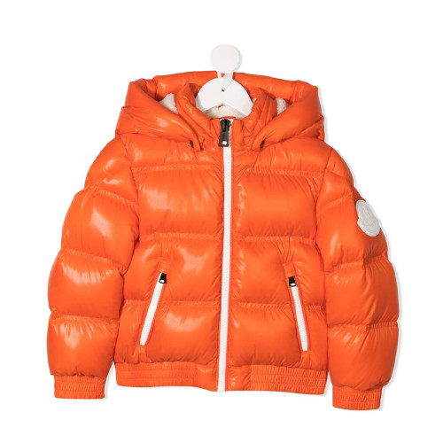 The classic style of Moncler, a high-end down jacket brand from Italy.