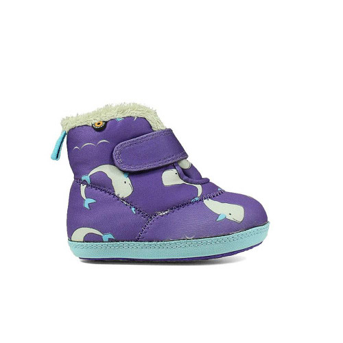 Created for the tiniest member of the family, these infants' outdoor boots are made of warm, insulating Neo-Tech material with a cozy plush lining.